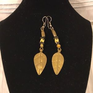 Leaf earrings. Bronze color.